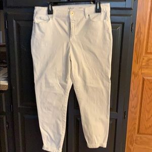 Women's Style & Co white ankle jeans size 16